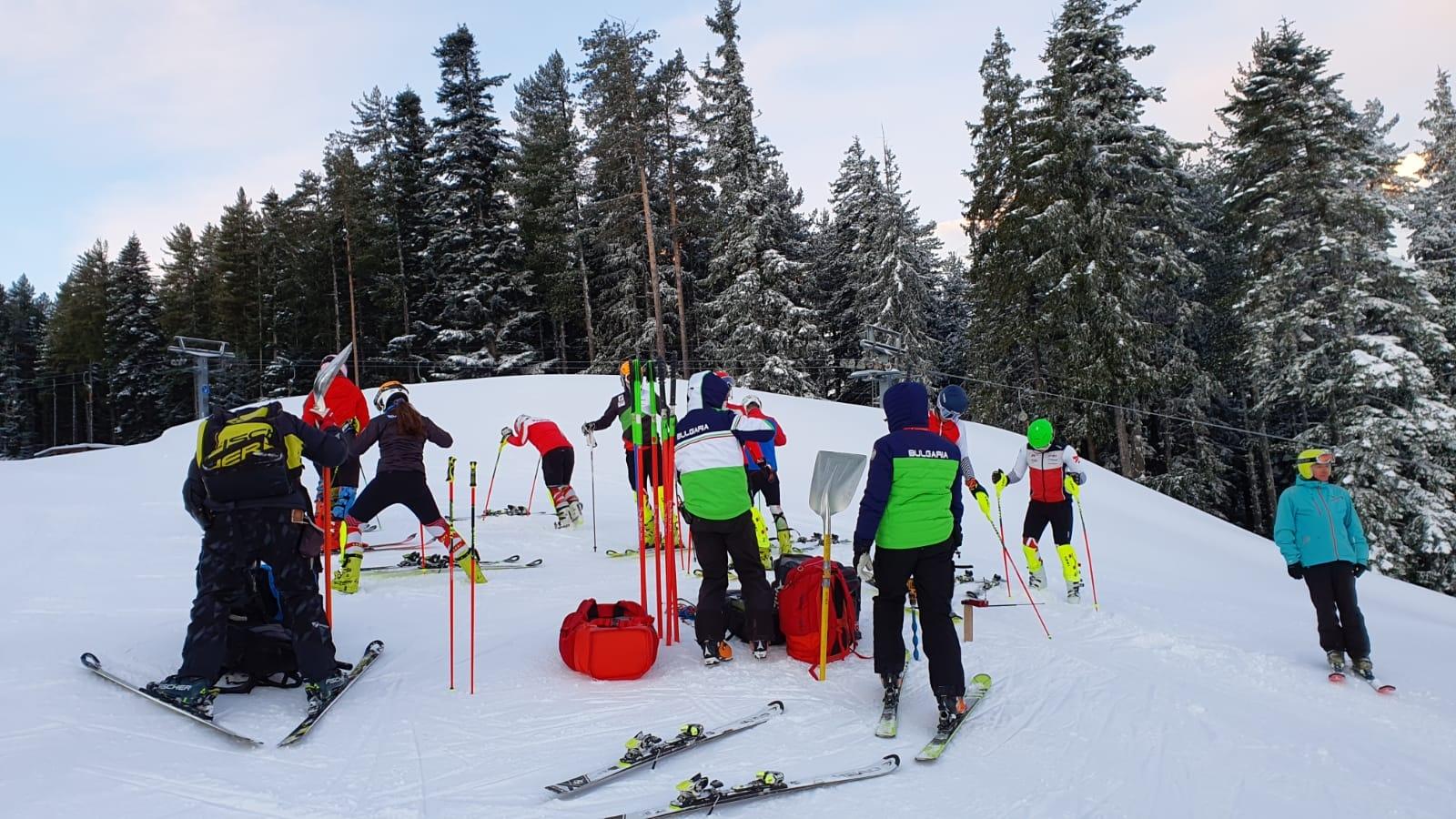 Националите по ски алпийски дисциплини тренират при отлични условия в