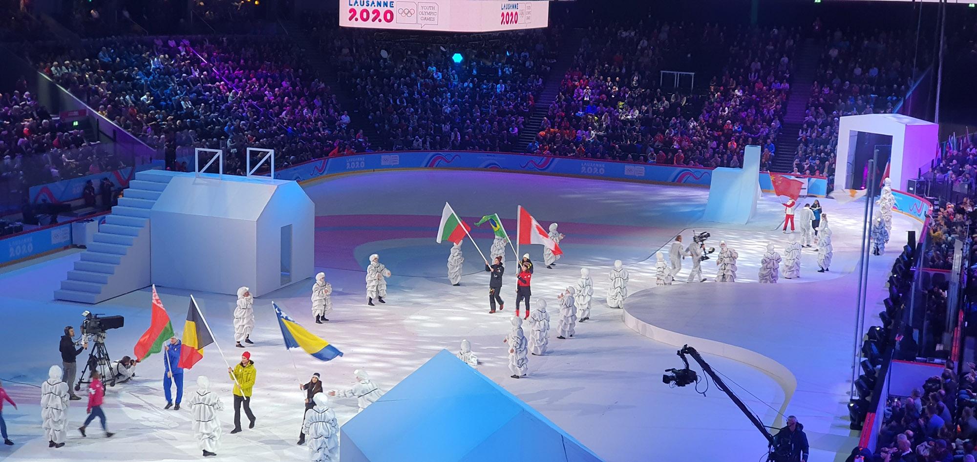 Талантливият хокеист Нино Томов развя българското знаме на церемонията по