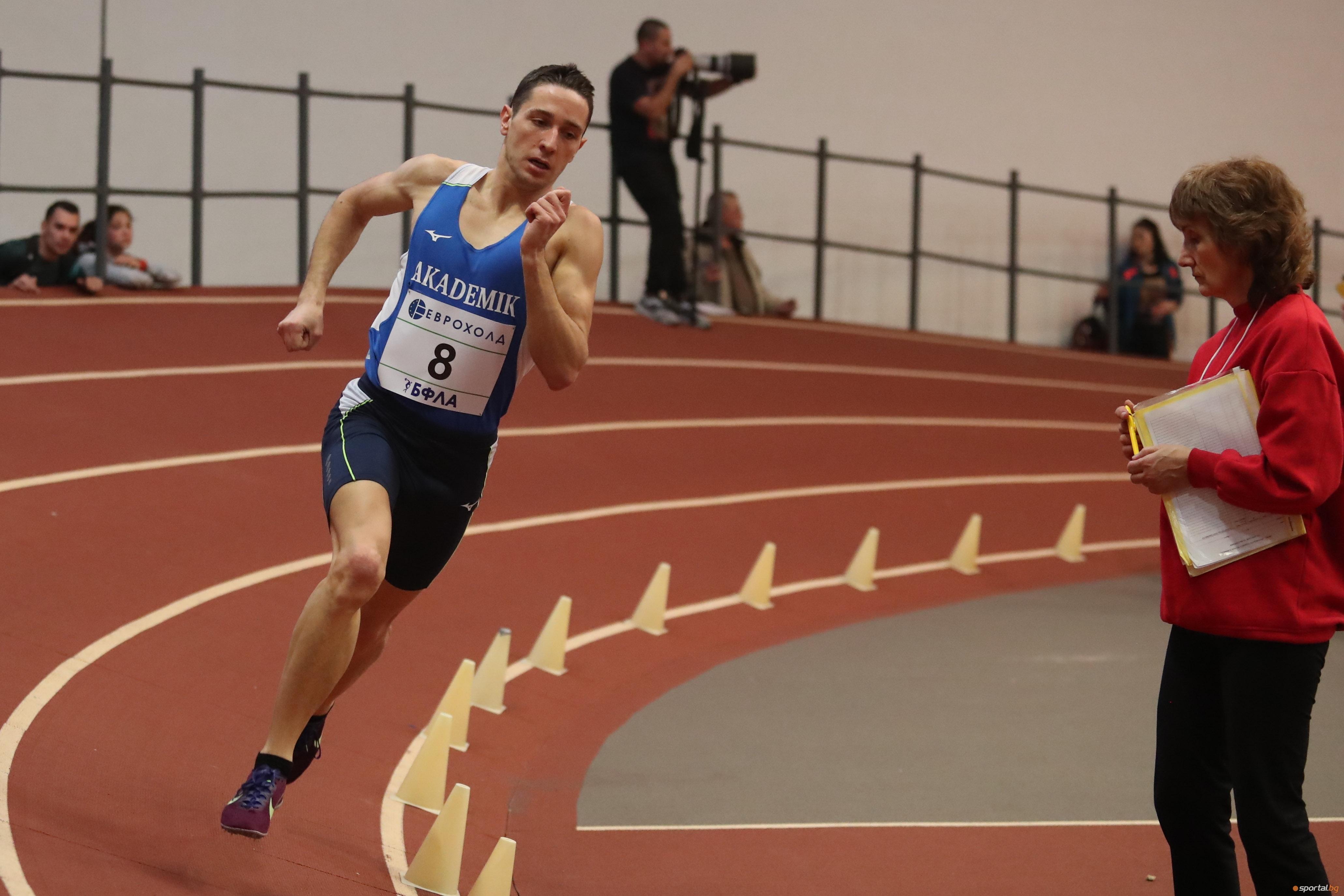 Алекс Василев (Академик-София) постигна победи на 800 метра и 400