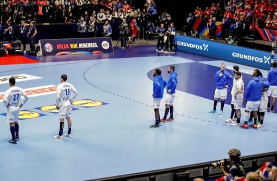 Шесткратният световен шампион Франция отпадна още в груповата фаза на
