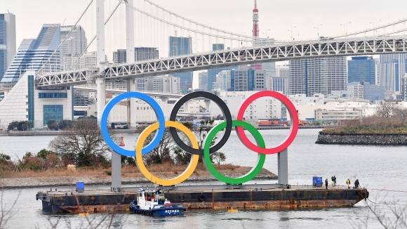 Организаторите на игрите в Токио 2020 започнаха поставянето на огромен