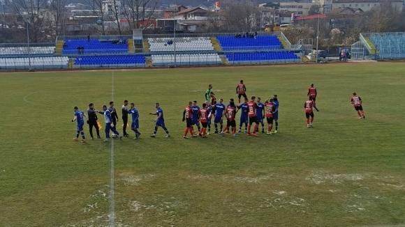 Радослав Здравков дебютира с победа при завръщането си начело на