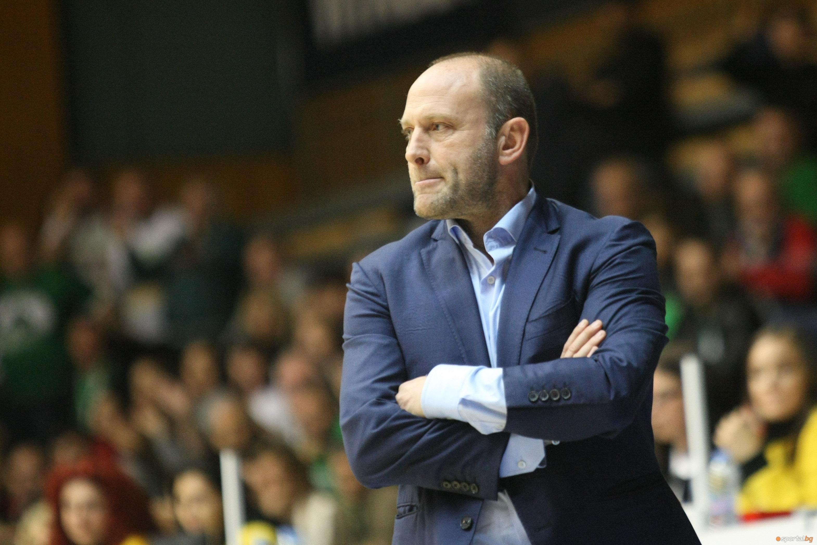 Старши-треньорът на Левски Лукойл Константин Папазов бе видимо разочарован след