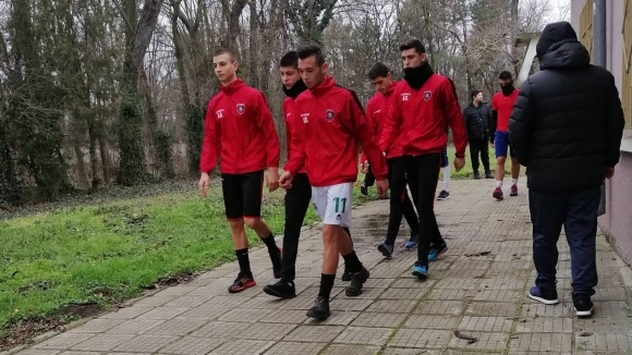 Футболистите на Карнобат стартираха зимна подготовка с амбиции за оставане