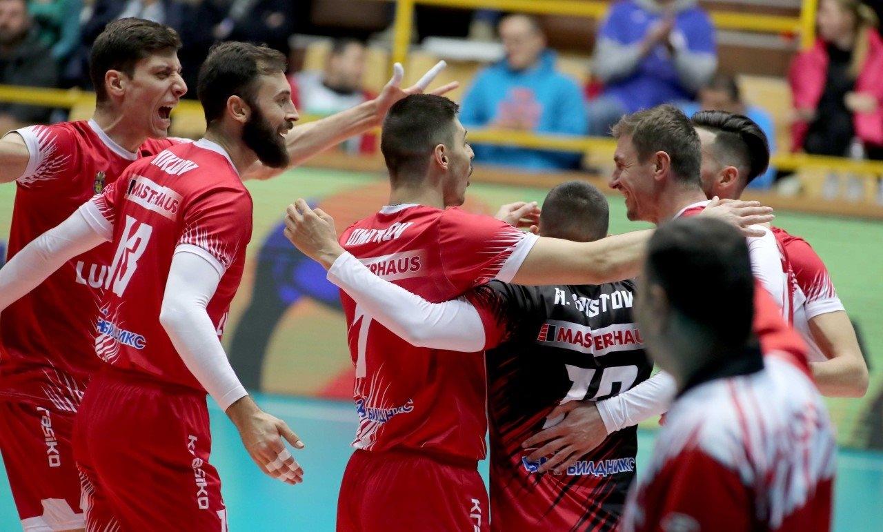 Волейболните шампиони от Нефтохимик 2010 (Бургас) ще играят на пореден