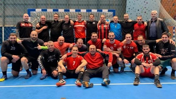 Хандбалистите на Локомотив (Варна) постигнаха убедитебна победа с 37:24 при