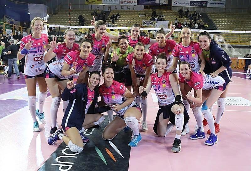 Капитанката на националният ни волейболен отбор Елица Василева и нейният
