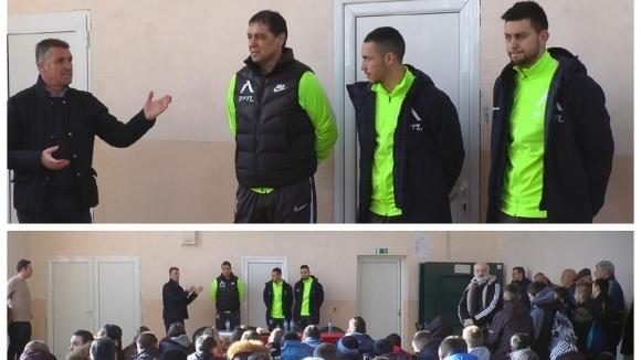 Треньорът на Левски Петър Хубчев и нападателите Станислав Костов и