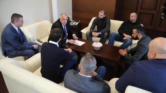 Премиерът Бойко Борисов призова феновете на Левски сами да се