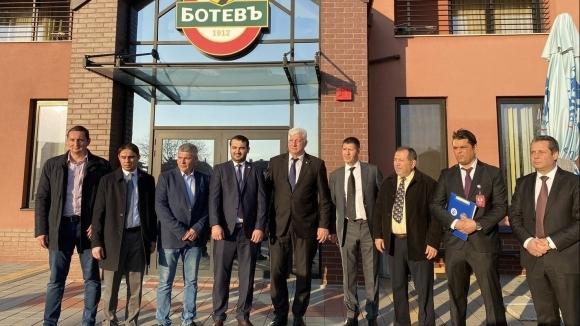 Георги Самуилов посрещна на базата на ПФК Ботев представители на