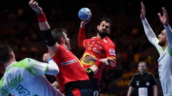 Защитаващият титлата си Испания победи Словения с 34:32 (20:15) и