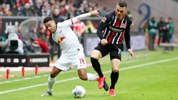 Айнтрахт (Франкфурт) победи РБ (Лайпциг) с 2:0 и продължи във
