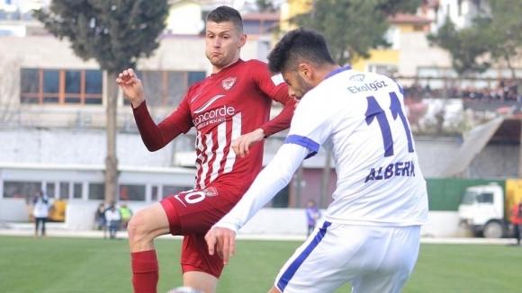 Българският национален бранител Страхил Попов спечели първа победа с тима