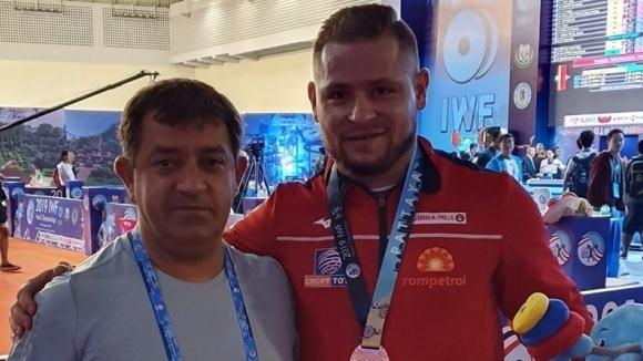 Двама български щангисти заминават днес за Иран, където в неделя