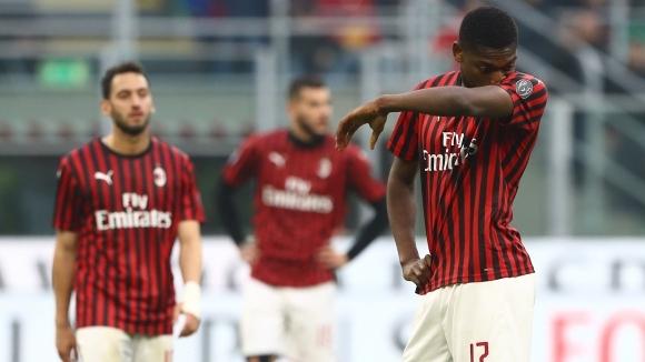 Отборите на Милан и Верона играят при резултат 0:1 на