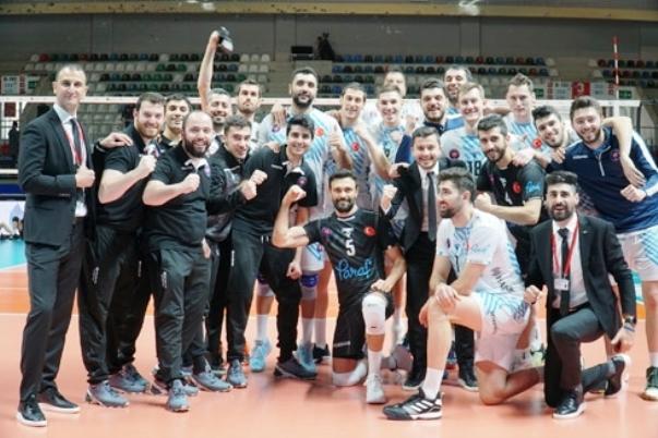 Разпределителят на националния ни волейболен отбор Георги Сеганов и неговият
