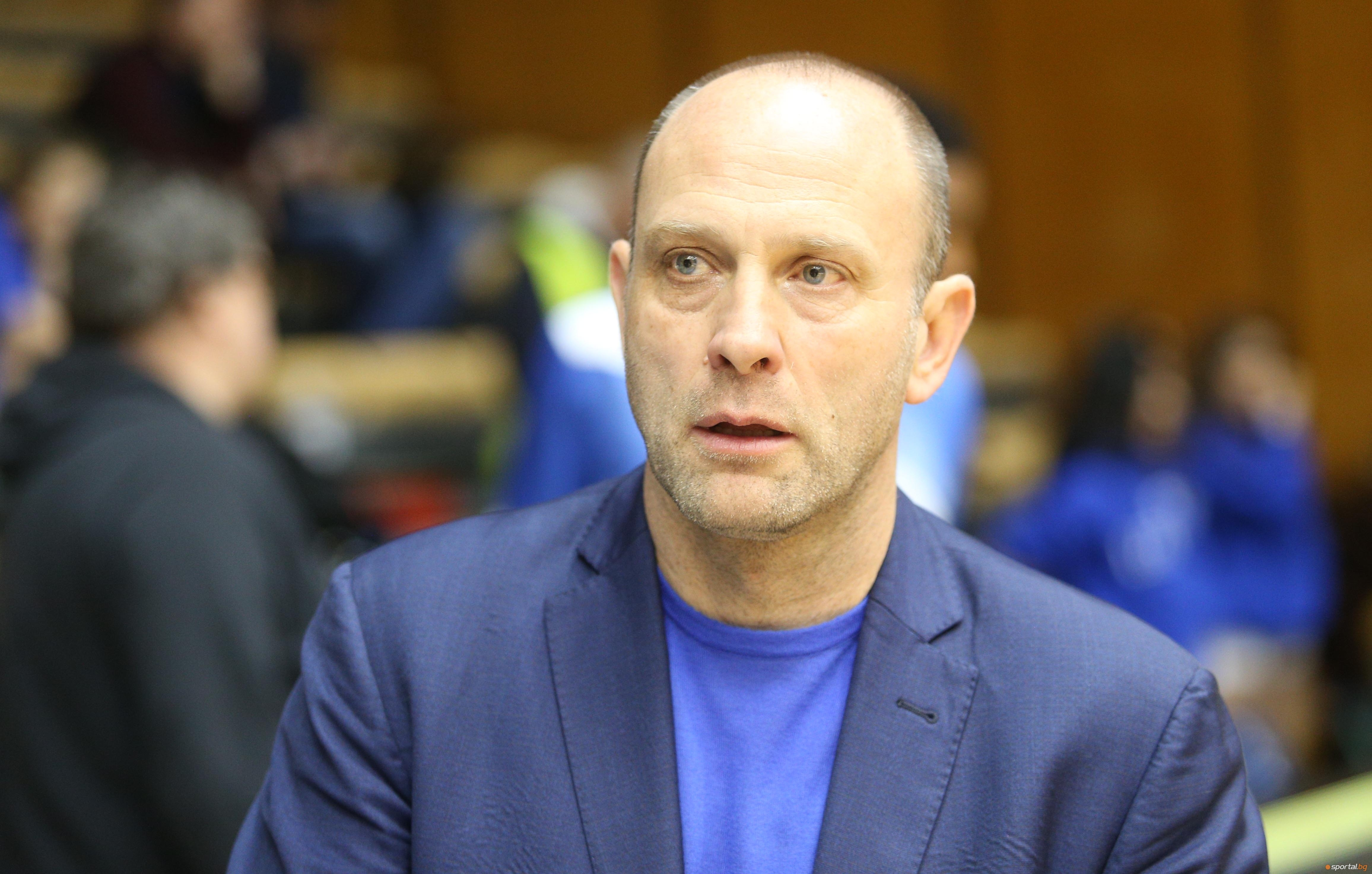 Старши-треньорът на Левски Лукойл Константин Папазов бе видимо доволен от
