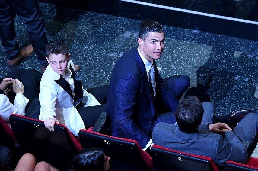 Снощи Кристиано Роналдо присъства на музикалния фестивал в Сан Ремо.