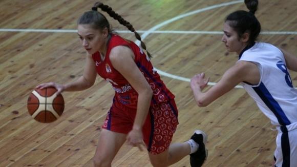 Шампион 2006 спечели като гост на Академик (Пловдив) с 67:63