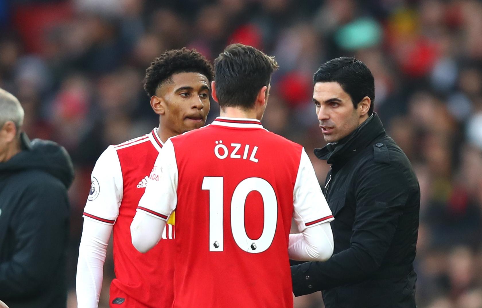 Арсенал е спечелил едва три мача под ръководството на Микел
