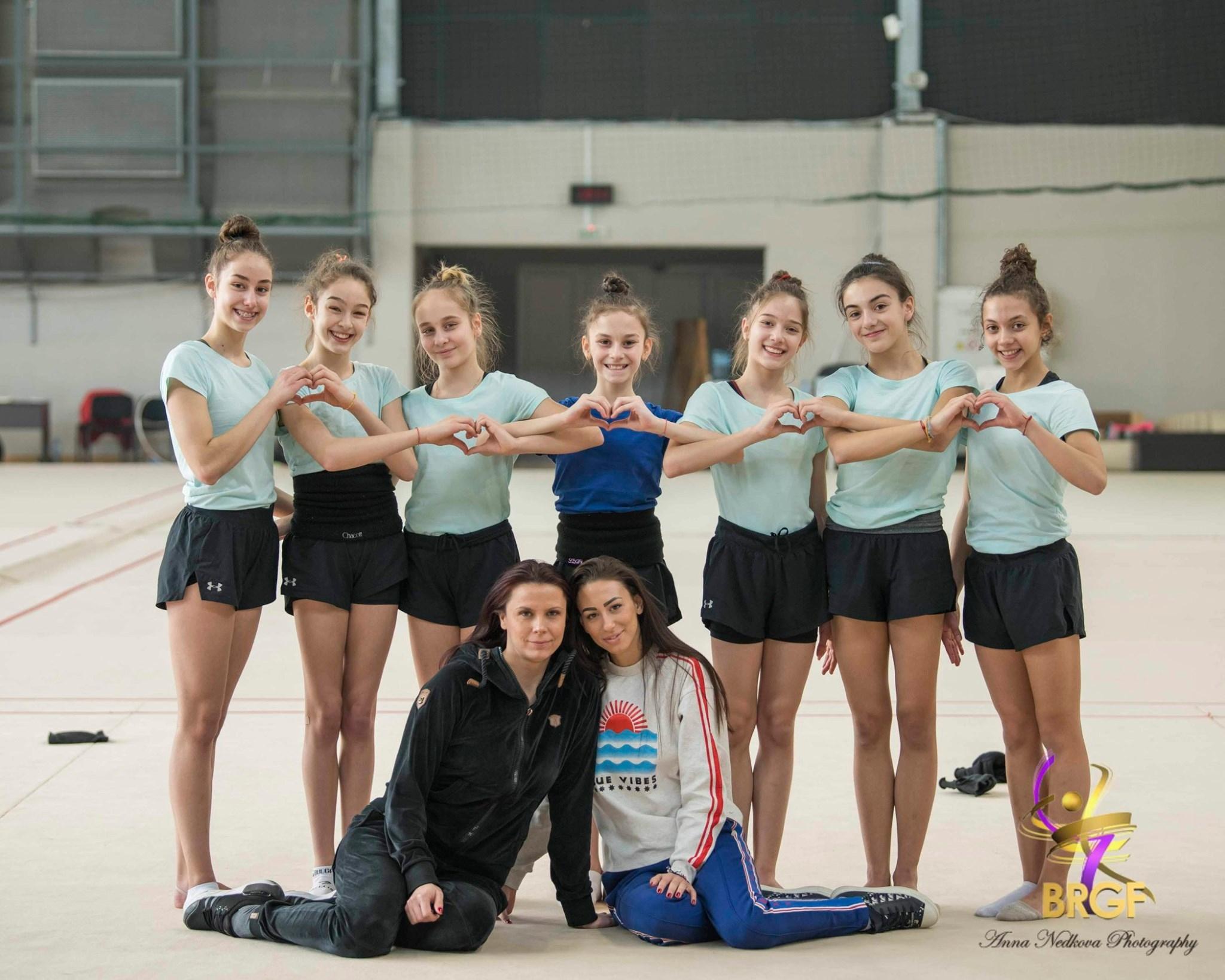 Главният треньор на НО девойки ансамбъл Вяра Костадинова на основание