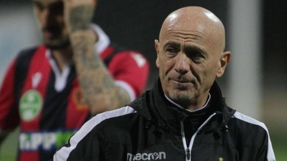 Славният унгарски отбор Хонвед отстрани италианския си старши треньор Джузепе
