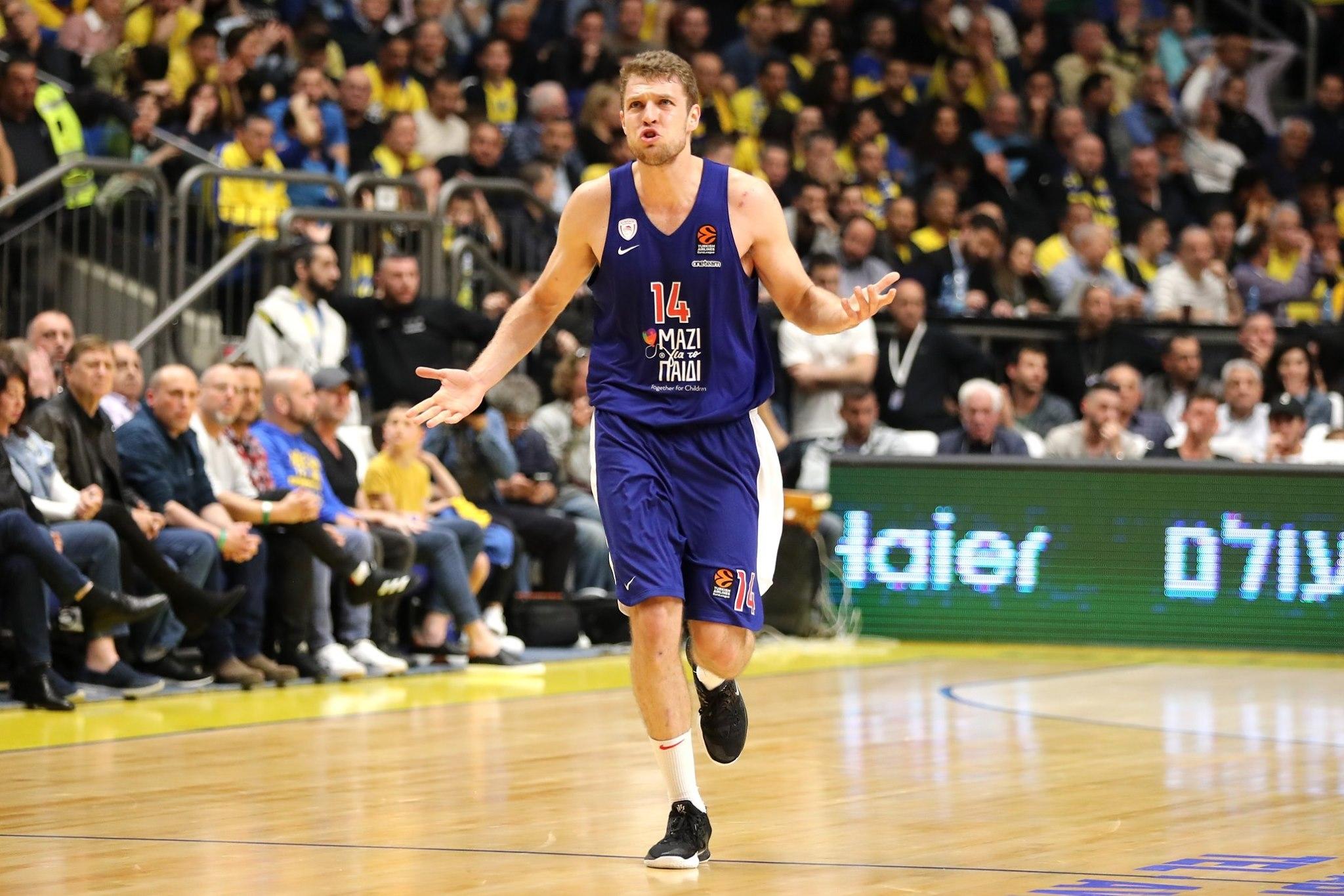 Александър Везенков отбеляза 9 точки, но те не бяха достатъчни