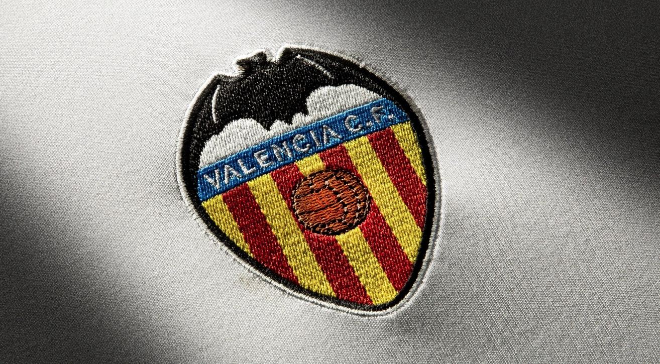 Дни след завръщането на отбора от Милано във Валенсия обявиха,