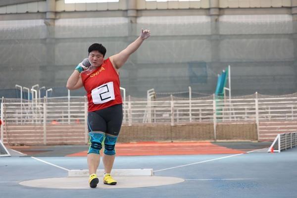 Двукратната световна шампионка в тласкането на гюле Лиао Гонг оглави
