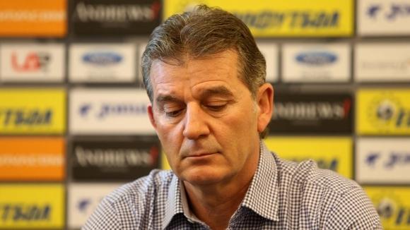 Вицепрезидентът на Българския футболен съюз Емил Костадинов отрече напълно твърденията