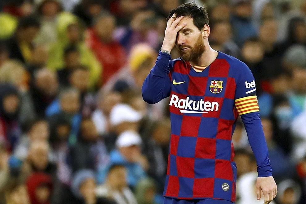 Ръководството на испанския шампион Барселона обмисля да намали заплатите на