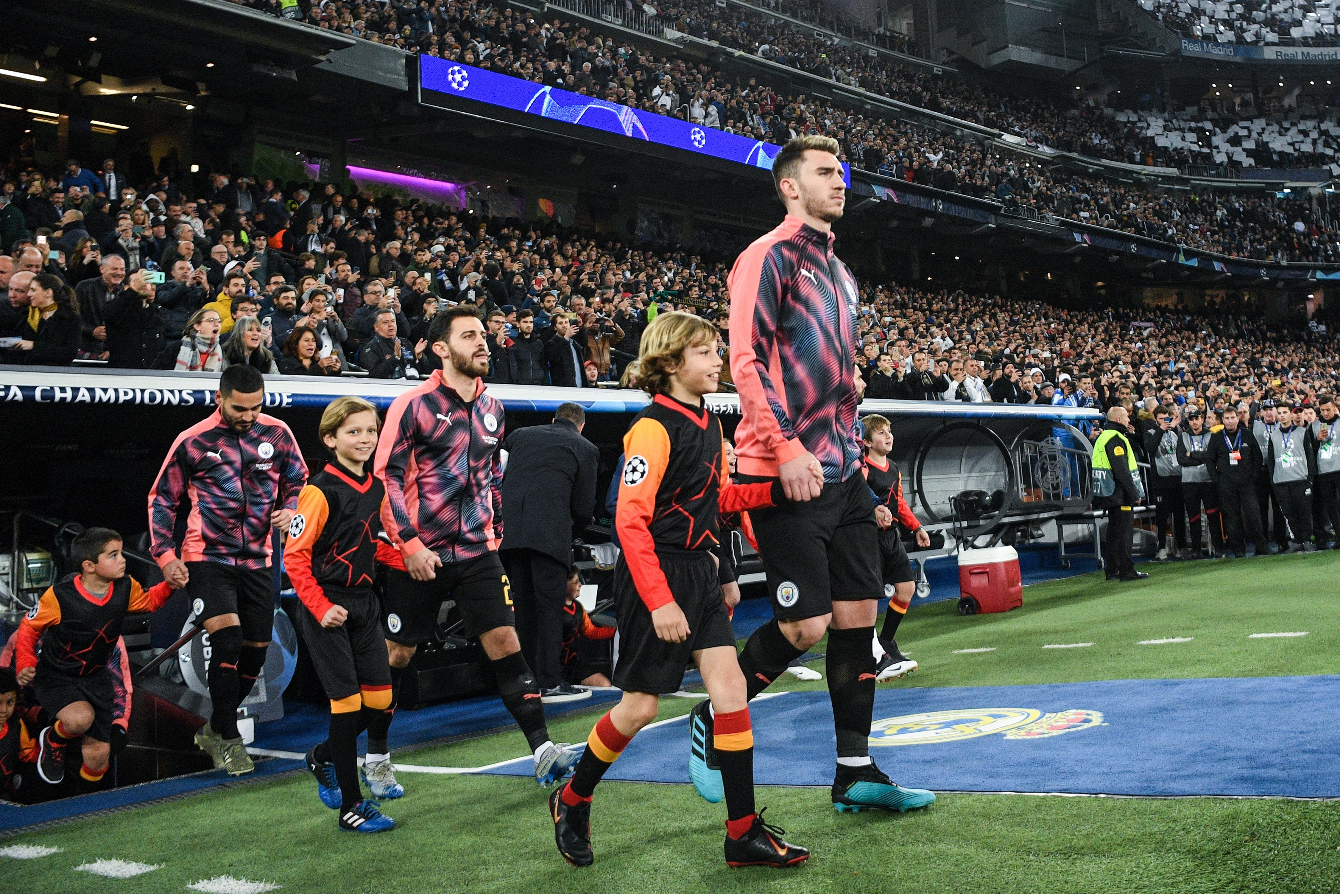 Барселона е подновил интереса си към защитника на Манчестър Сити