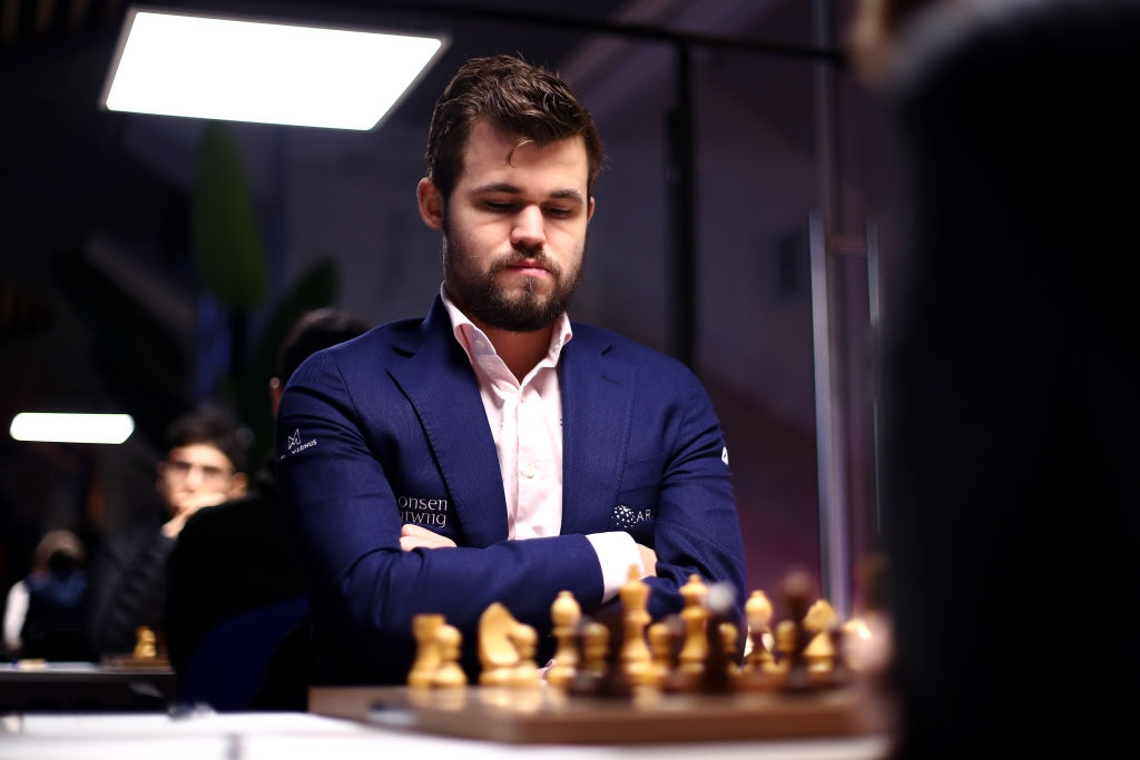Международната федерация по шахмат (ФИДЕ) обяви, че отлага с година