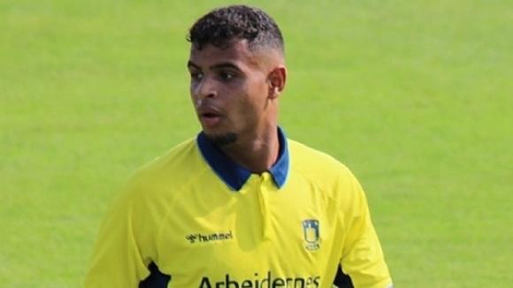 Арсенал следи изявите на 19-годишния датския полузащитник тунизийски корени Анис