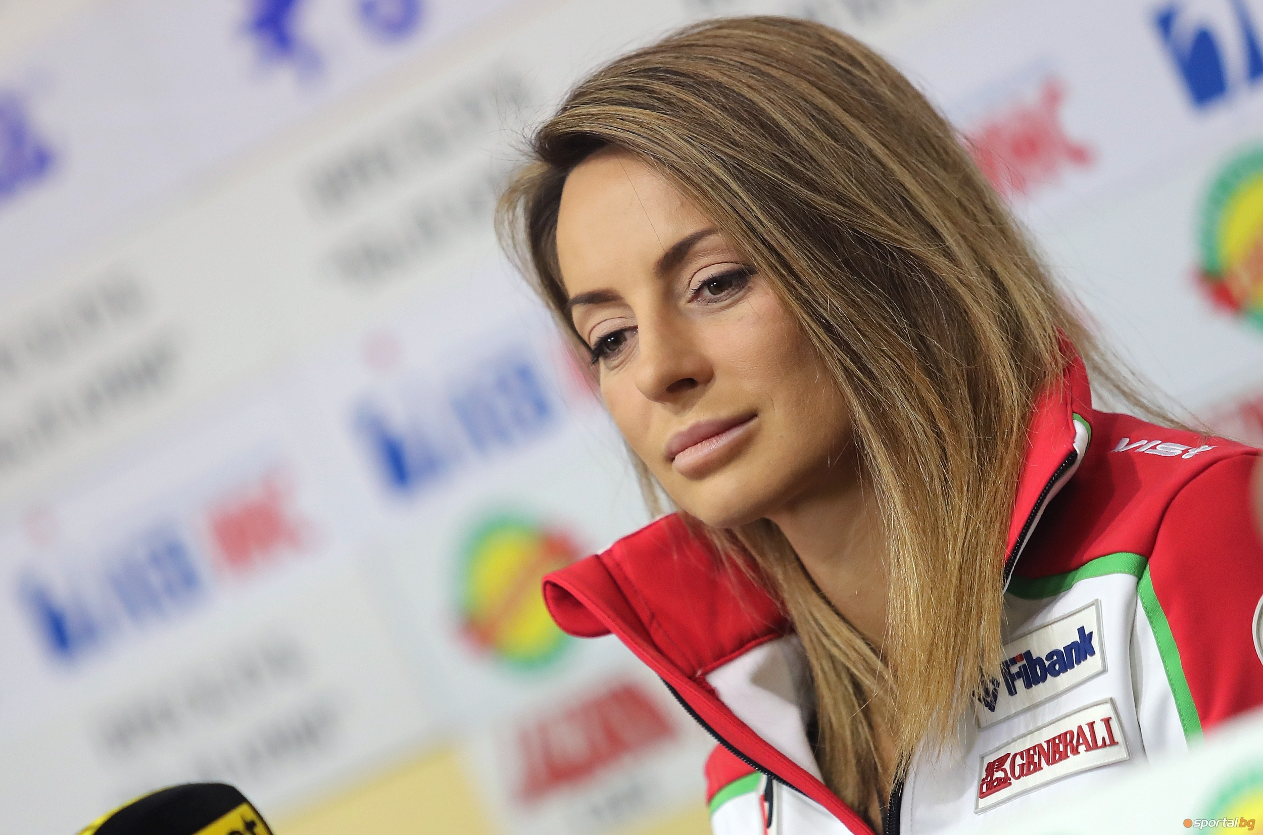 Бившата ни звезда в сноуборда Александра Жекова използва социалните мрежи,