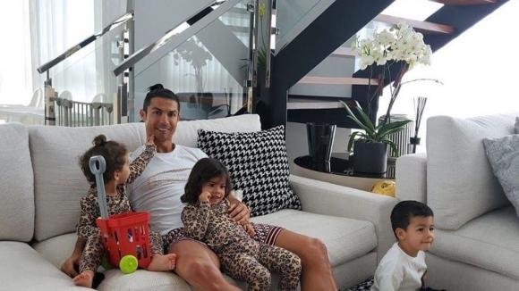 Суперзвездата на Ювентус Кристиано Роналдо използва профилите си в социалните