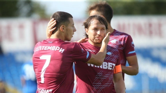 Всички футболисти, треньори и служители на ПФК Септември се съгласиха