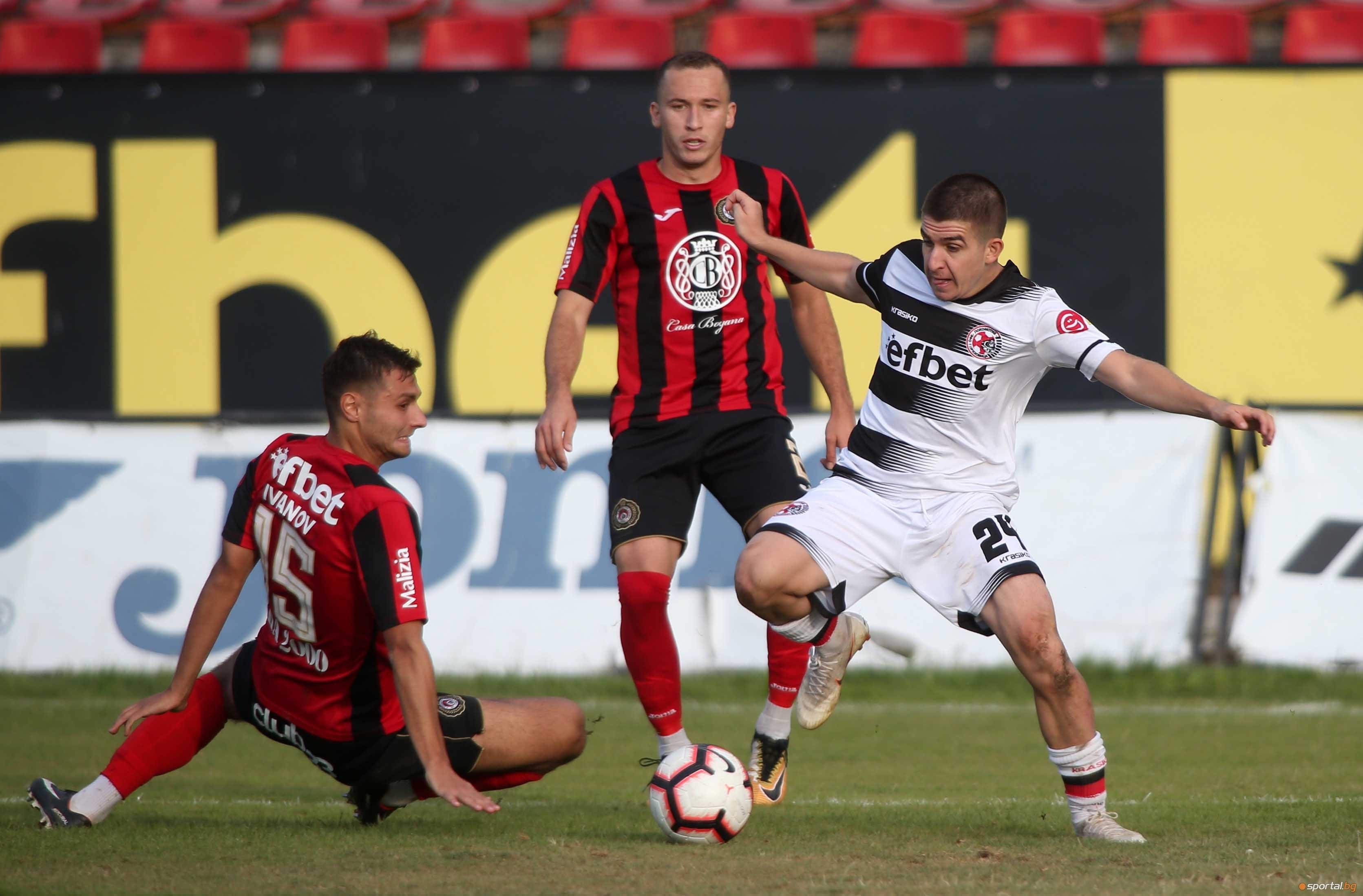 Локомотив (Горна Оряховица) се разделя с голяма част от футболистите