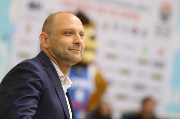 Старши треньорът на Левски Лукойл Константин Папазов смята, че никой