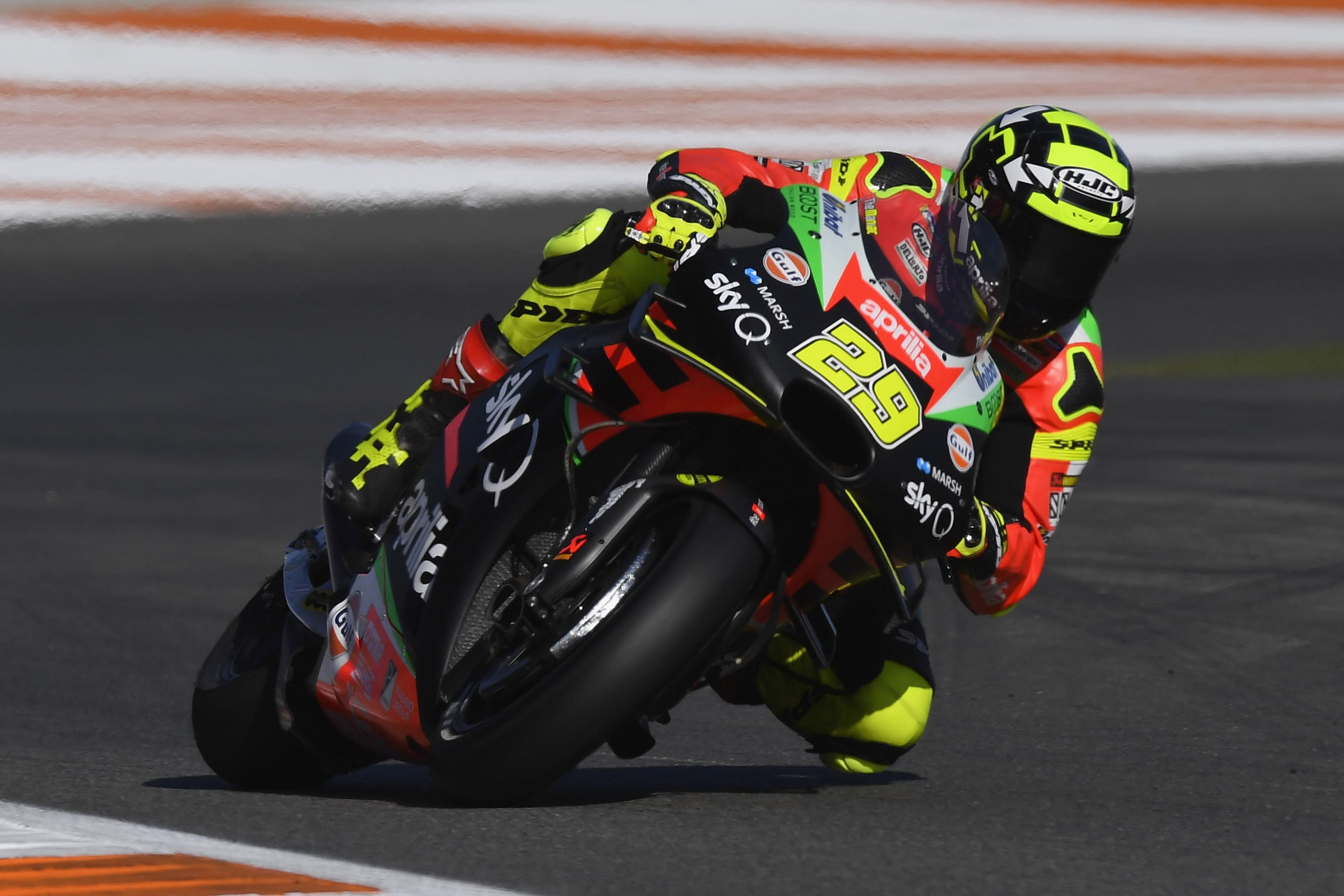 Пилотът на Apriliа в MotoGP Андреа Яноне бе наказан с