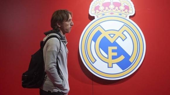 Полузащитникът на Реал Мадрид Лука Модрич ще изпълни докрай договора