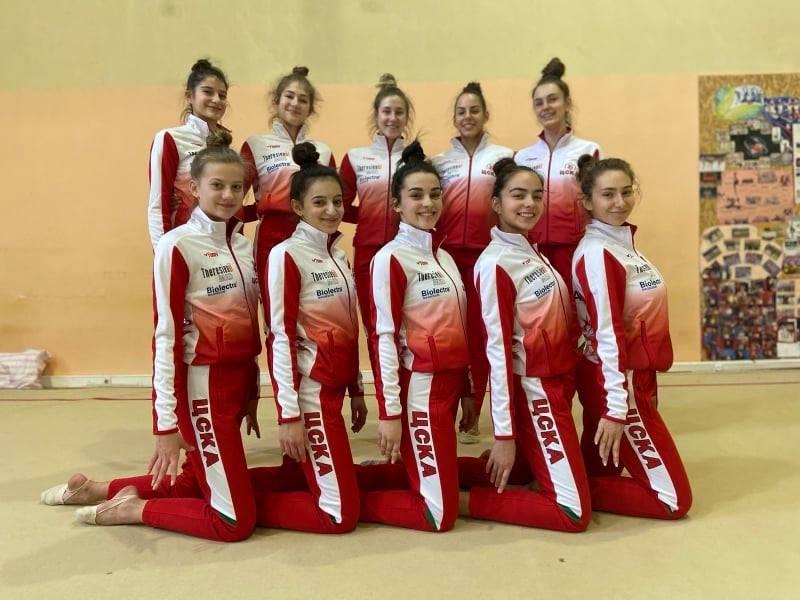 Женският отбор на ЦСКА по естетическа гимнастика спазва ограниченията, но