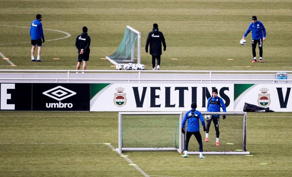 Футболистите на Шалке 04 подновиха тренировки в четвъртък, спазвайки мерките