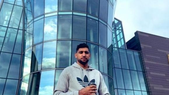 Бившият двукратен световен шампион в професионалния бокс Амир Хан обяви,