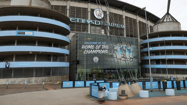 Манчестър Сити се ангажира да изплаща пълните възнаграждения на всички