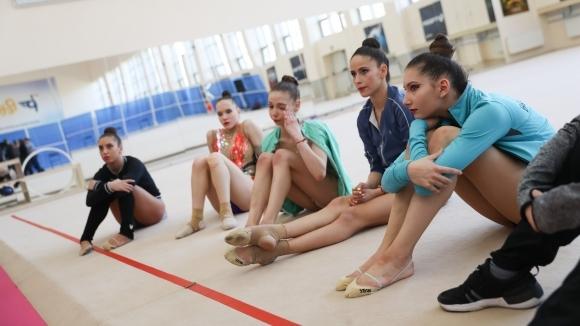 журналист, е участничка на три световни първенства по художествена гимнастика,