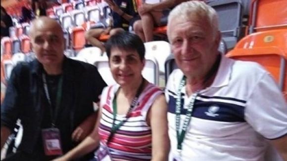 Шампионката със съпруга си Марин Манолов (вляво) и шефа на