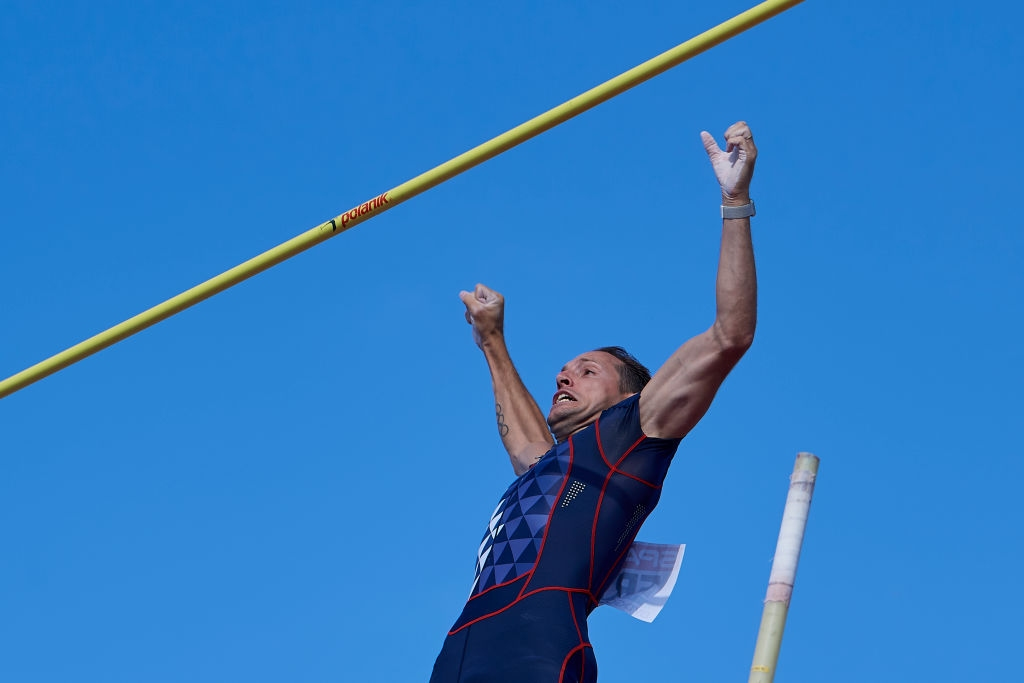 Бившият световен рекордьор в овчарския скок Рено Лавийени е сред