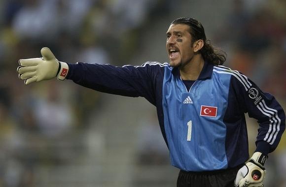 Рекордьорът по мачове за турския национален отбор Рюстю Речбер, който