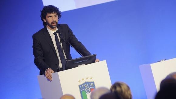 Президентът на Асоциацията на футболистите в Италия Дамяно Томази възропта